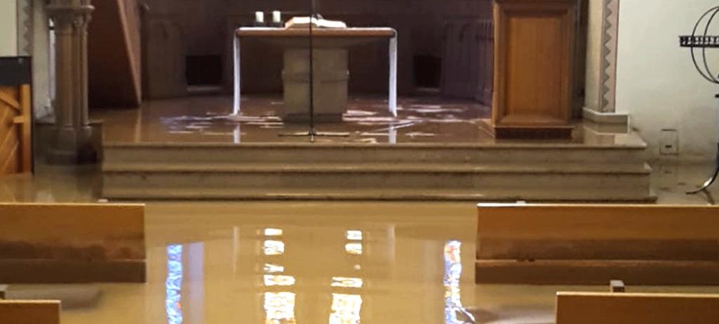 Kirche am Bielert unter Wasser